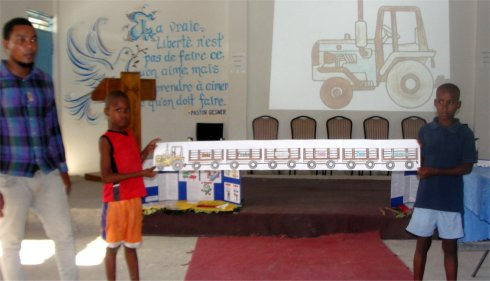 Follow Me Kids Discipleship Training introducing the Follow Me childrens curriculum reaching Haiti in French