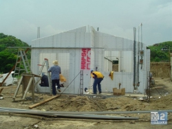 Here you can see an EMMEDUE single-family house of 70 m2 being built in Panama