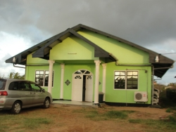 The host church is God's Glory of Faith church. This is part of the ECS (Evangelic Centre Suriname) network of churches.