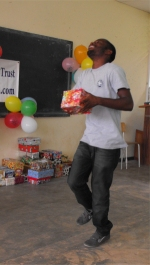 Imran  Richards distributing the Make Jesus Smile shoeboxes in Brokoponda